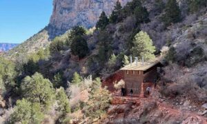 the halfway house on the Bright Angel Trail is a good distance for hiking when you have one day in the grand canyon